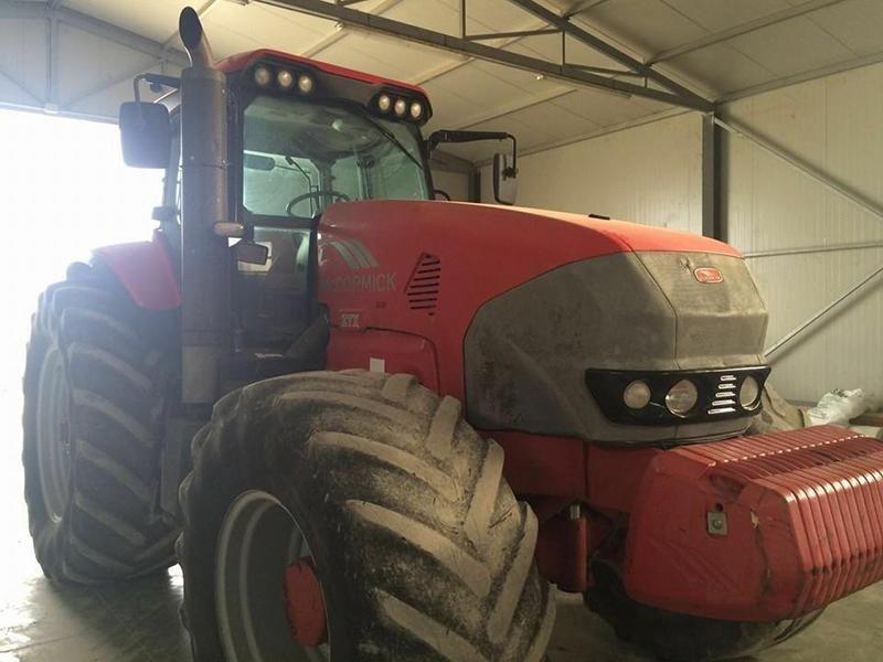 trattore rosso