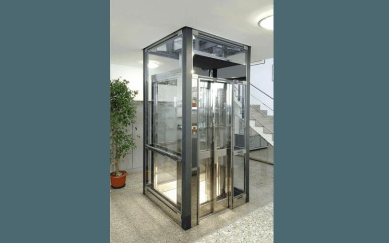 elevatore con cabina in vetro
