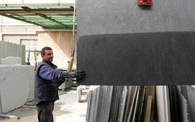 Lavorazione blocchi di marmo