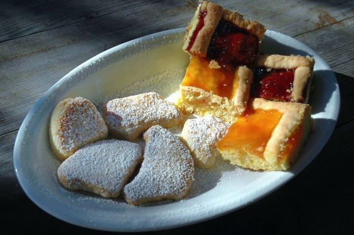 biscotti e quadrati di crostata