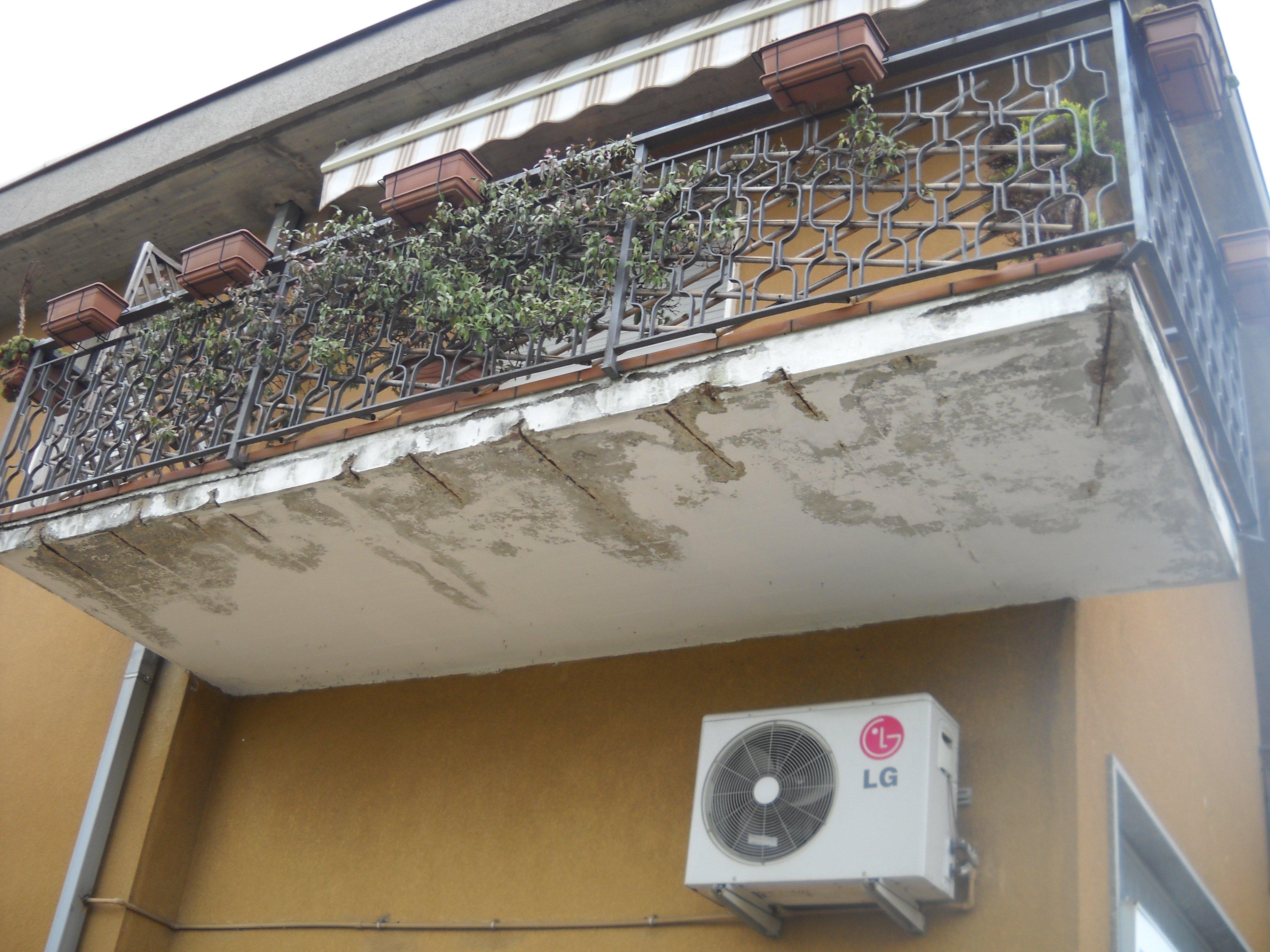 Balcone pericolante