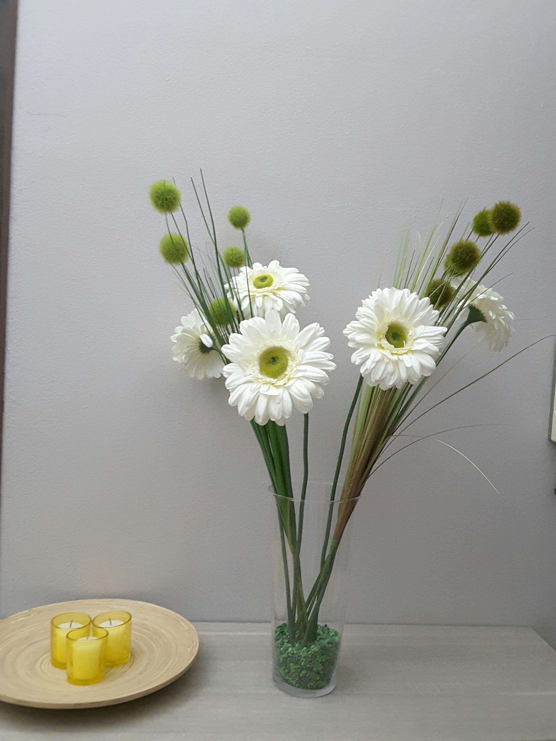 fiori bianchi in un vaso in vetro