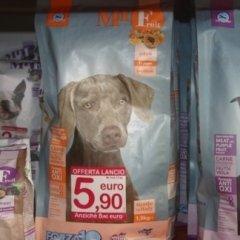 cibo per cani, alimenti per animali, mangimi, biscotti, snack per animeli,