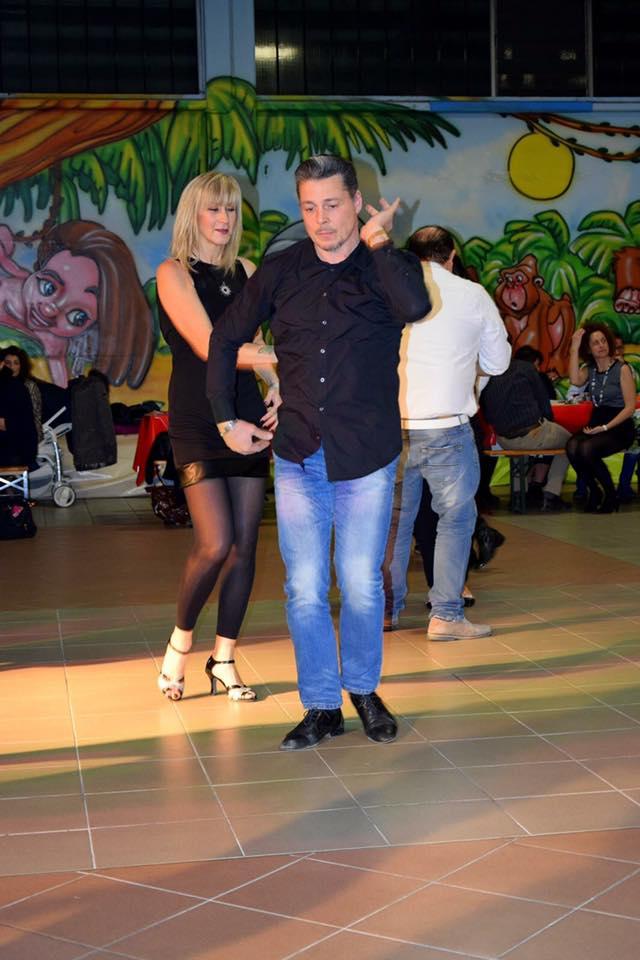 Due persone ballano