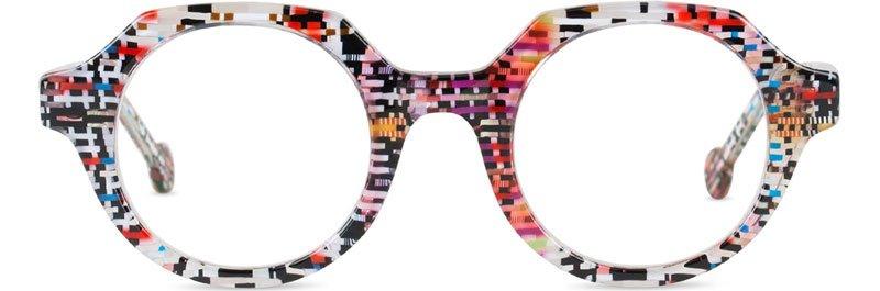 occhiali multicolore visti da vicino