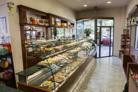 interno della pasticceria Pierini