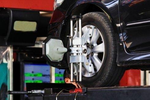 convergenza e calibratura ruota di un auto