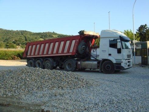 Camion per trasporto ghiaia Arezzo