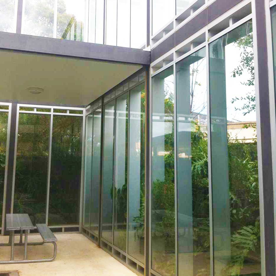 glass showcasing outdoor greenery