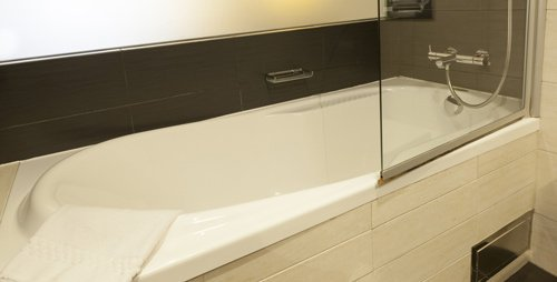semi-frameless bath