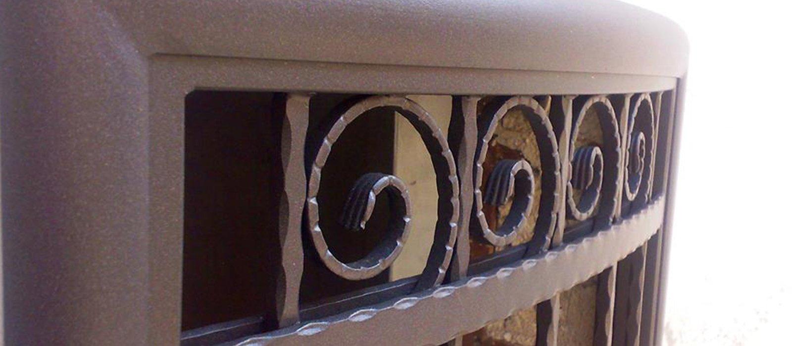 decorazione stile barocco di un serramento
