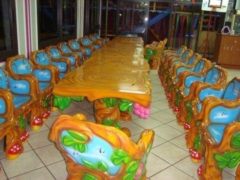 Tavolo e sedie del Salon de celebrazioni