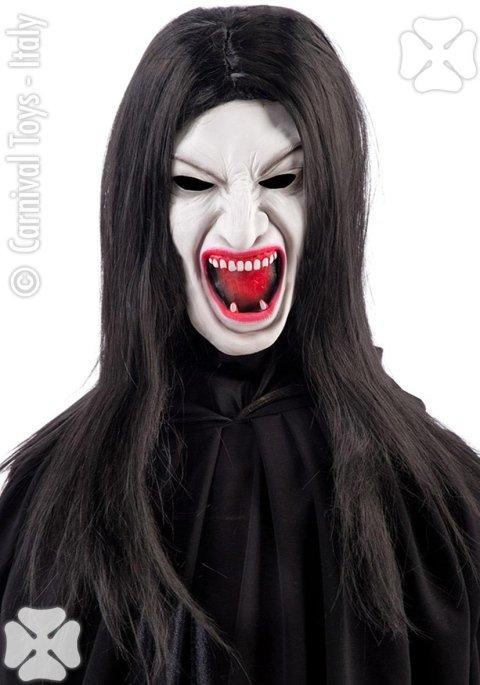 Mascara bianca con la bocca piena di sangue e il pelo lungo nero