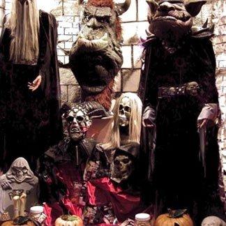 delle maschere da troll e da teschi
