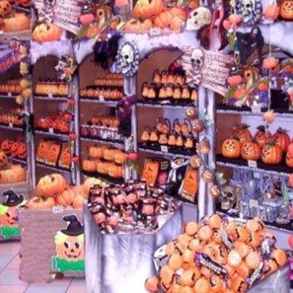 delle zucche esposte in un negozio