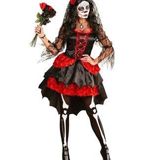 una ragazza con una pittura facciale da teschio e un vestito nero e rosso
