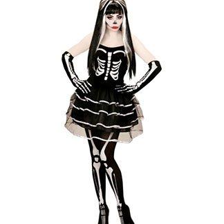una ragazza con una pittura facciale da teschio e un vestito bianco e nero