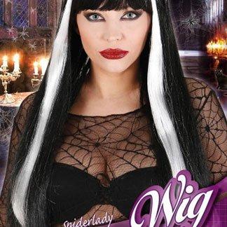 una ragazza con una parrucca bianca e nera
