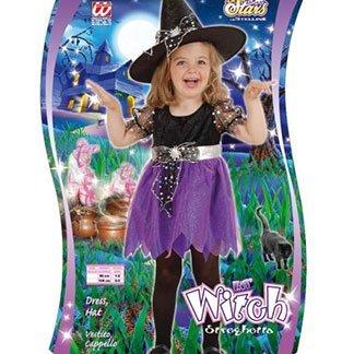 una bambina vestita da strega