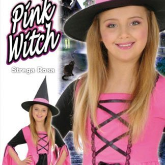 una ragazza vestita da strega di color rosa