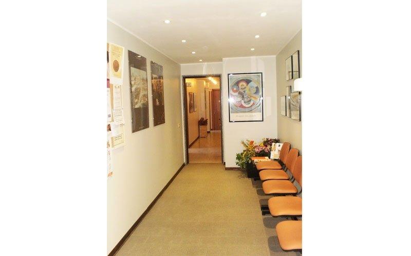 corridoio con sedie