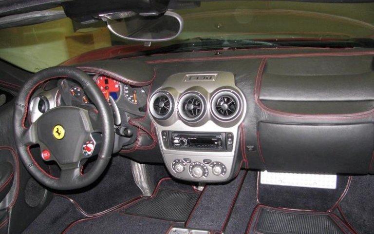 Personalizzazione interni auto - Cruscotto Ferrari