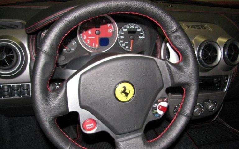 Personalizzazione interni auto - Sterzo Ferrari