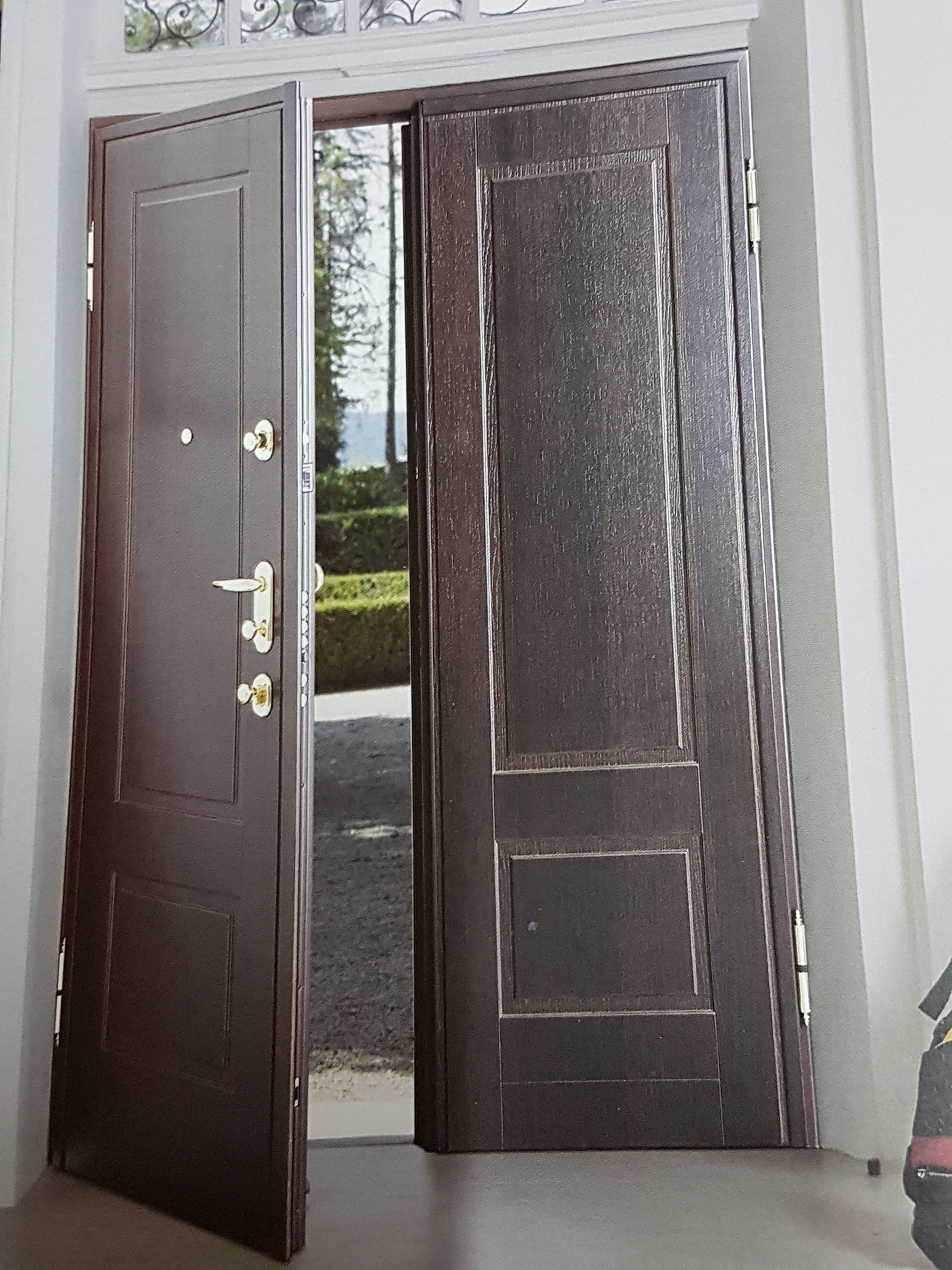 Una porta blindata aperta