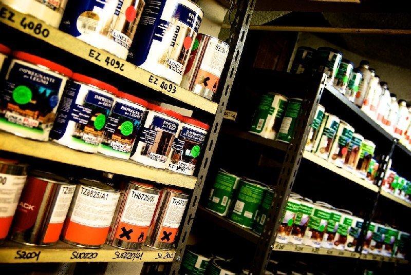 Interno negozio Colorificio Faro a Moncalieri