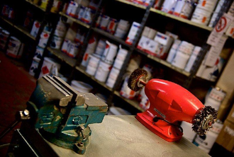 Dettaglio strumenti da lavoro - Colorificio Faro