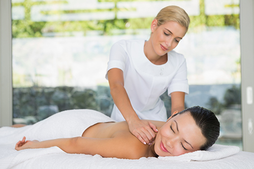 Professional giving a relaxing massage the customer in South Queensland