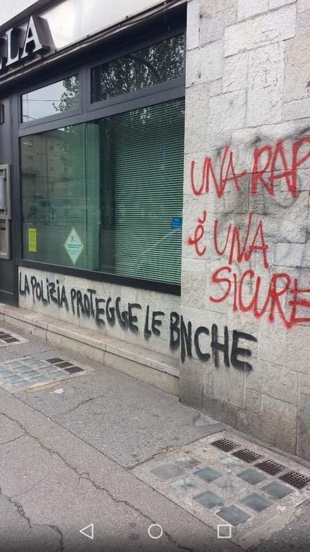 graffiti su un muro con scritta la polizia protegge le banche