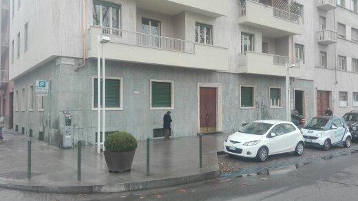 vista di un condominio in pietra