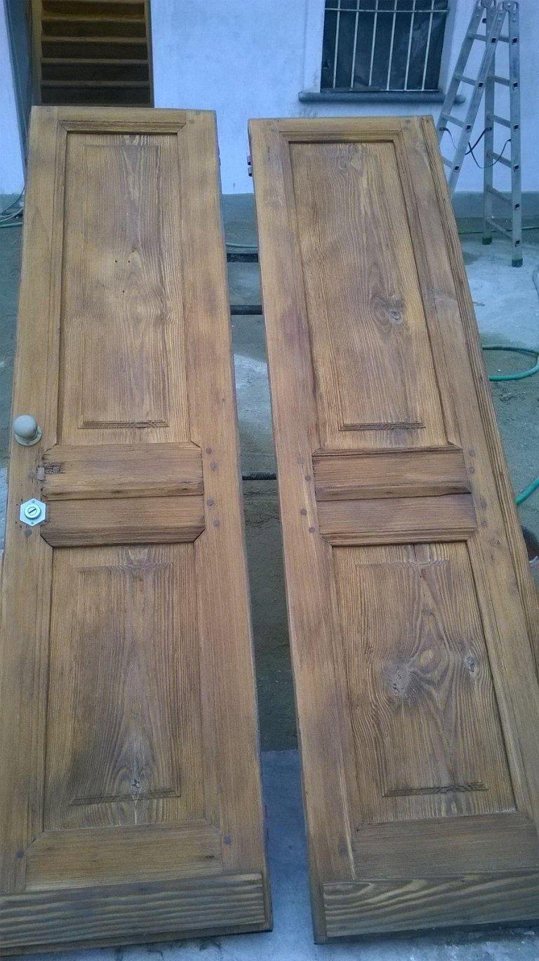 due porte in legno da ristrutturare