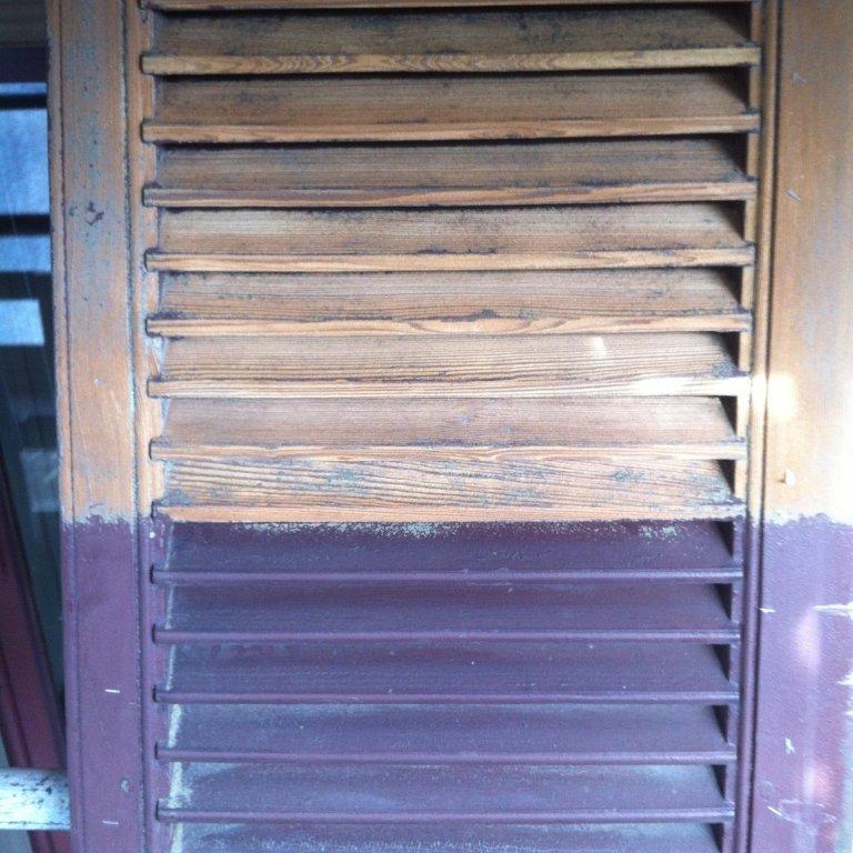finestra con legno a persiana da ristrutturare
