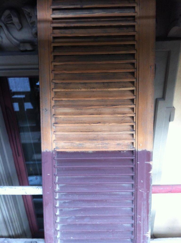 finestra con legno a persiana