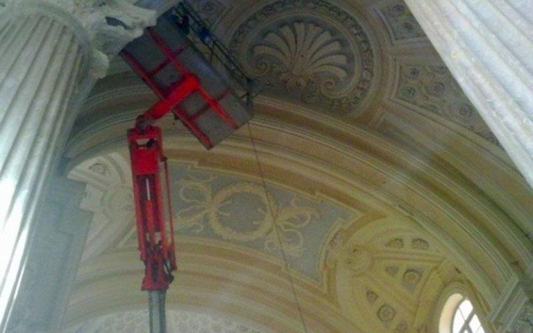 manutenzione affreschi di una chiesa