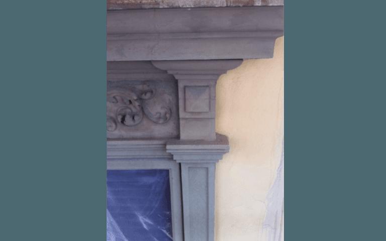 colonna di una mensola antica dopo una ristrutturazione