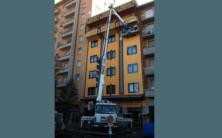 rifacimento facciata di un condominio