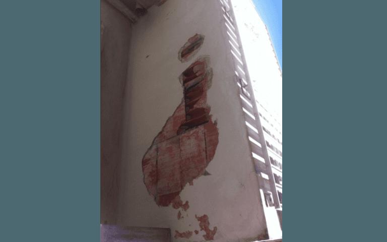 muro di un edicio rovinato
