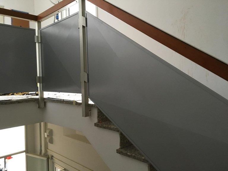 parapetti scala realizzati in lamiera