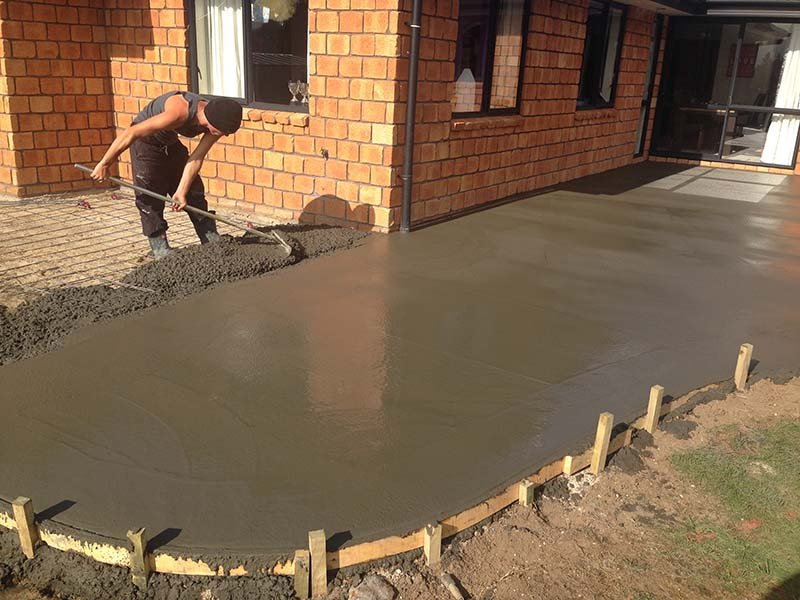 Expert doing the concrete leveling