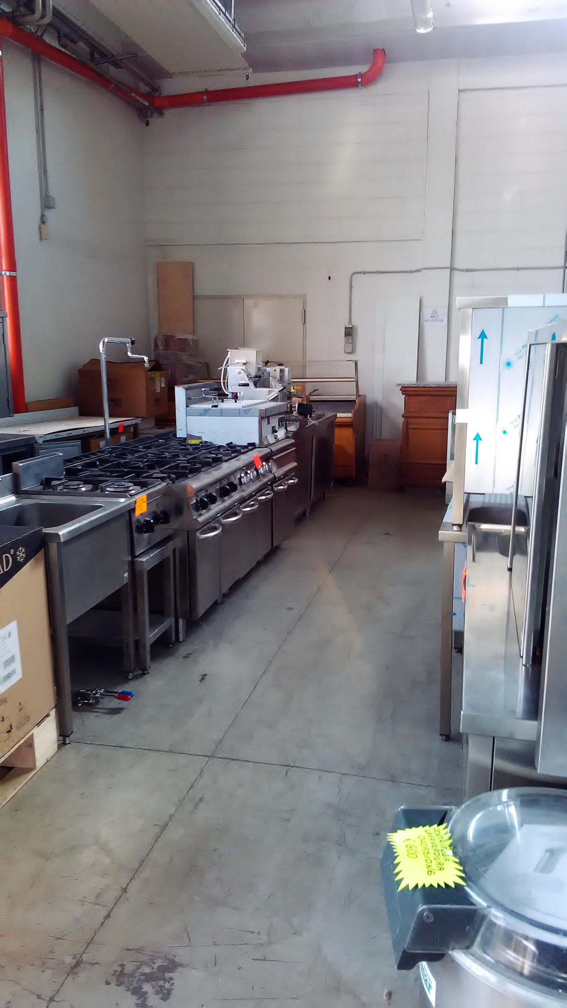 esposizione a magazzino rm forni
