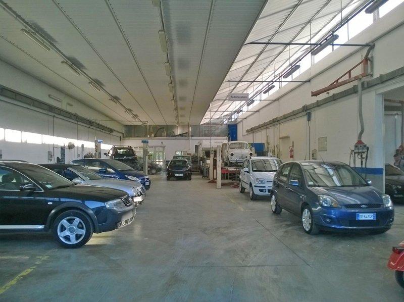 macchine all'interno della carrozzeria