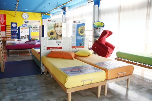 Se vuoi dormire bene, vieni presso il nostro negozio: disponiamo di una vasta gamma di materassi, reti ortopediche e guanciali.