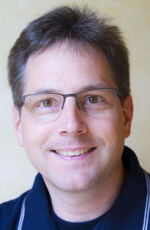 Dr. Thorsten Strauf, Zahnarzt und Fachzahnarzt für Oralchirurgie in Lahntal bei Marburg: Ästhetische Zahnheilkunde mit Bleaching, Veneers, weißen Zahnfüllungen und mehr
