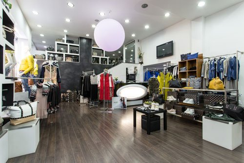 interno negozio di abbigliamento