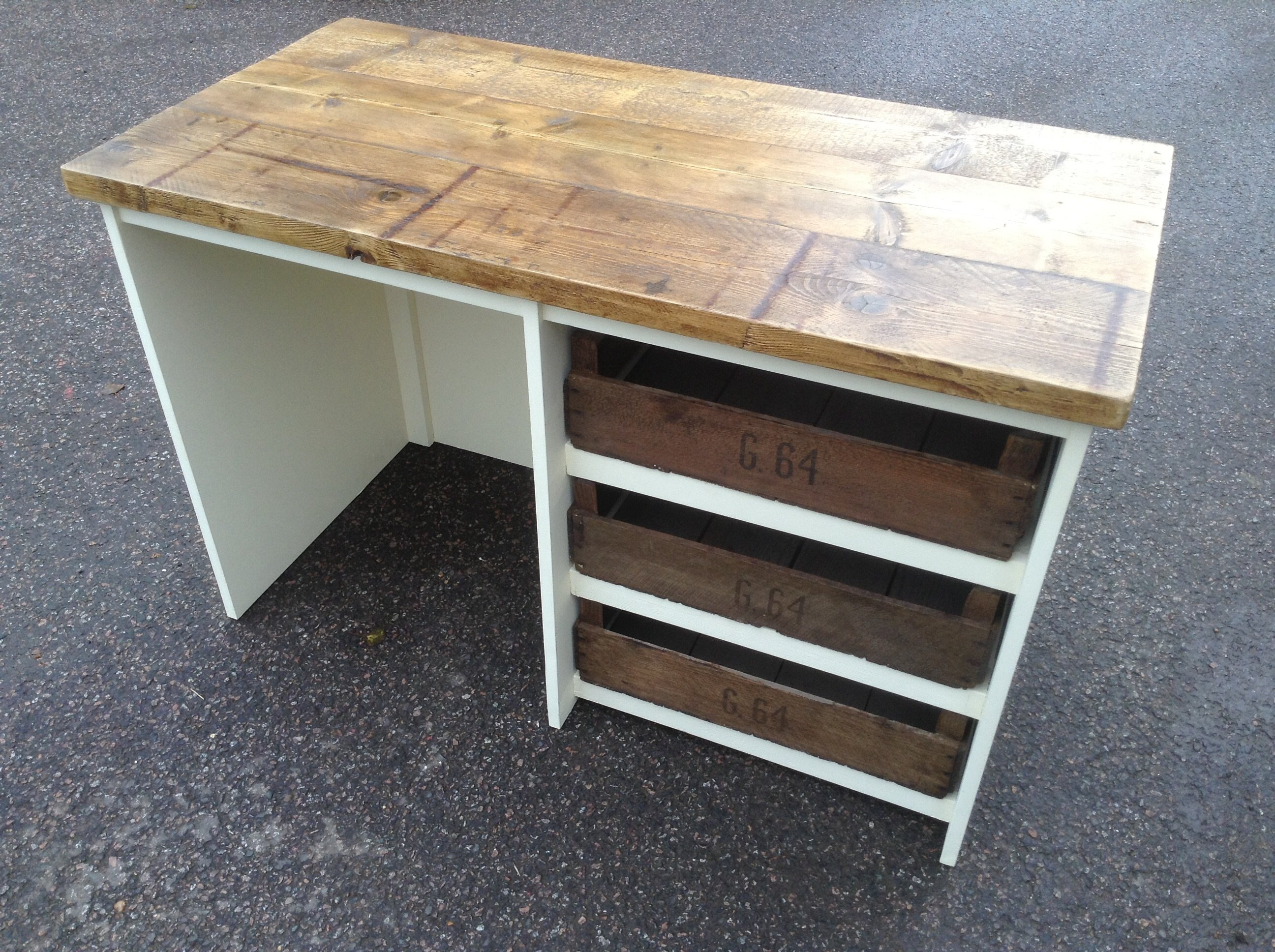 table with compartments