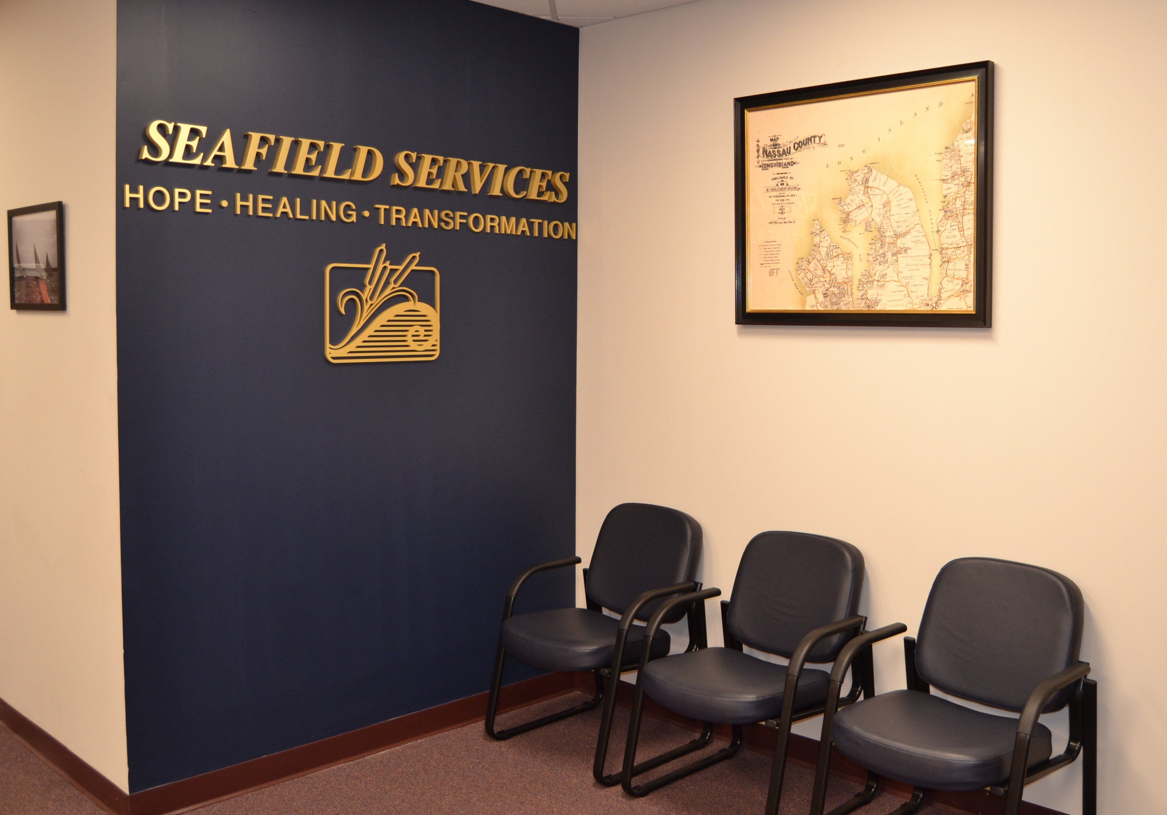 waiting room of Seafield drug & alcohol rehab facility - Manhasset NY