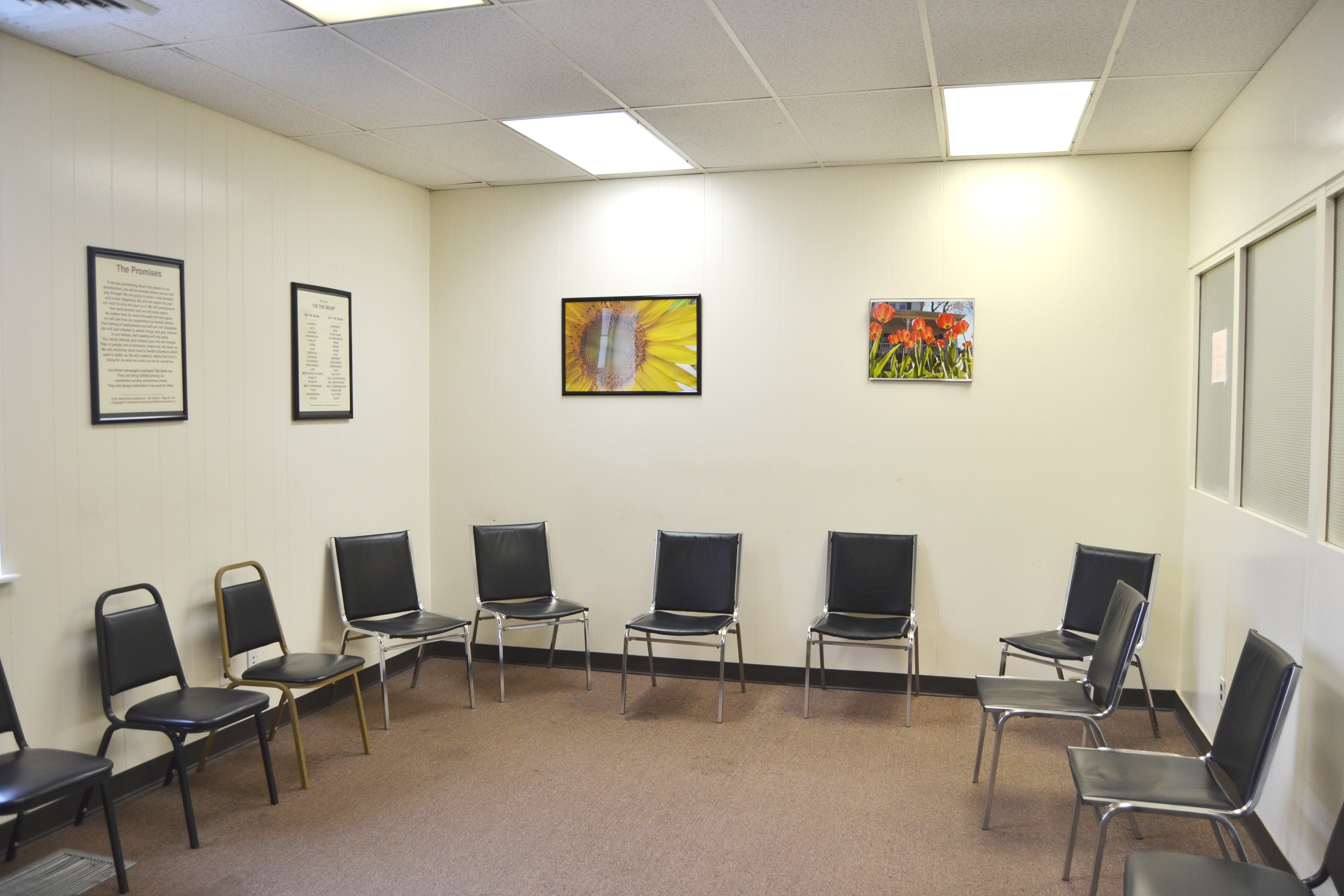 group meeting room in Seafield drug & alcohol rehab facility - Mineola NY